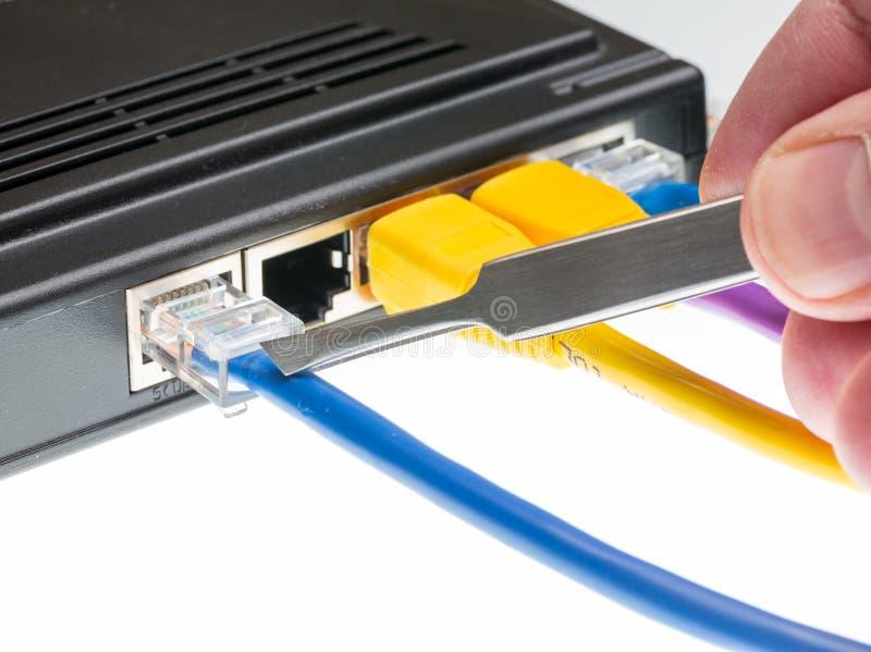 Cat5 cyberdefence概念的缆绳和路由器 免版税库存照片
