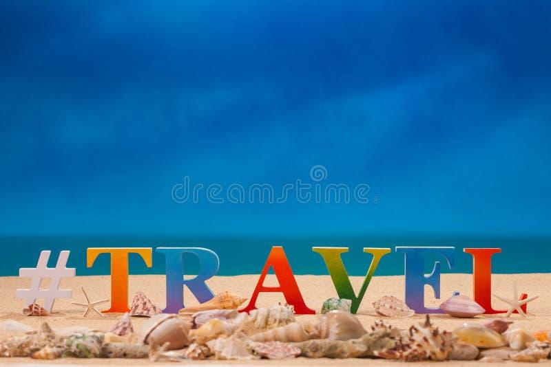 在五颜六色的信件中写道的旅行 免版税库存图片