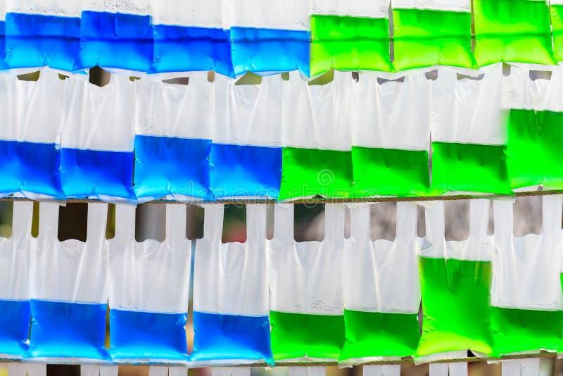 在五颜六色的塑料袋 免版税库存图片