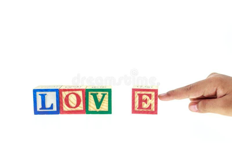 在五颜六色的字母表块写的爱被隔绝在白色 图库摄影