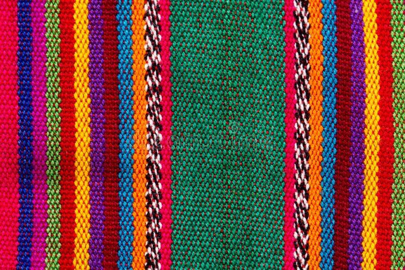 在五颜六色的条纹的五颜六色的印地安纺织品 库存照片