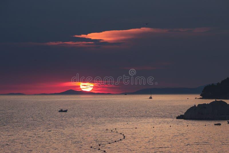 在亚得里亚海的壮观的日落在克罗地亚 库存照片