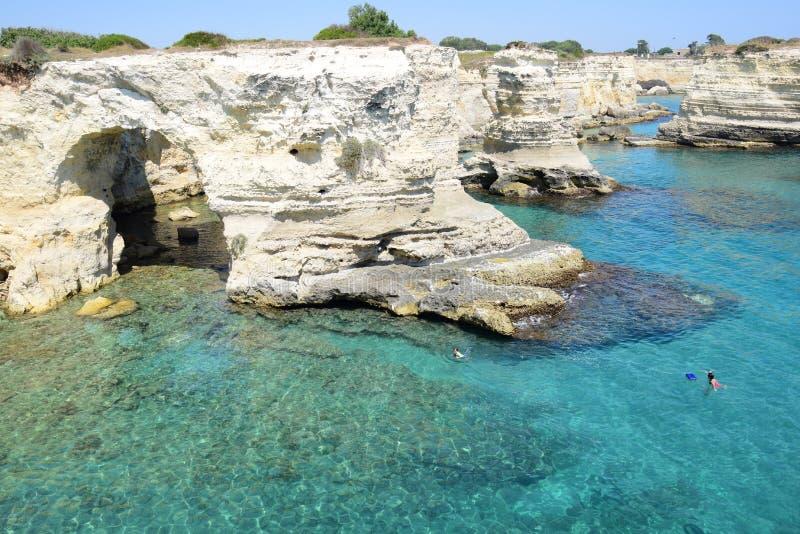 在亚得里亚海的海岸的风景在Salento,意大利 图库摄影