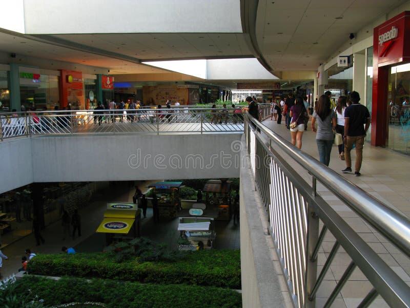 在亚洲的SM购物中心的室外人行道 免版税库存图片