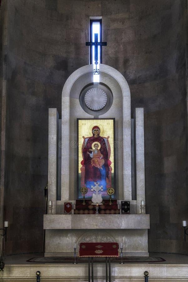 在亚米尼亚教堂里面的法坛有基督徒象的 免版税库存照片
