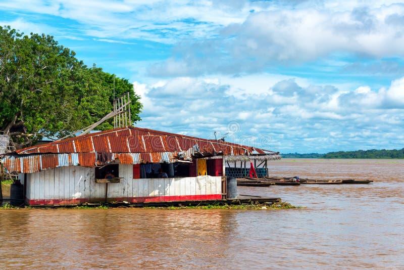 在亚马孙河的浮动棚子 免版税图库摄影