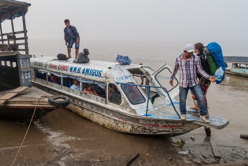 在亚马孙河的速度小船 免版税图库摄影