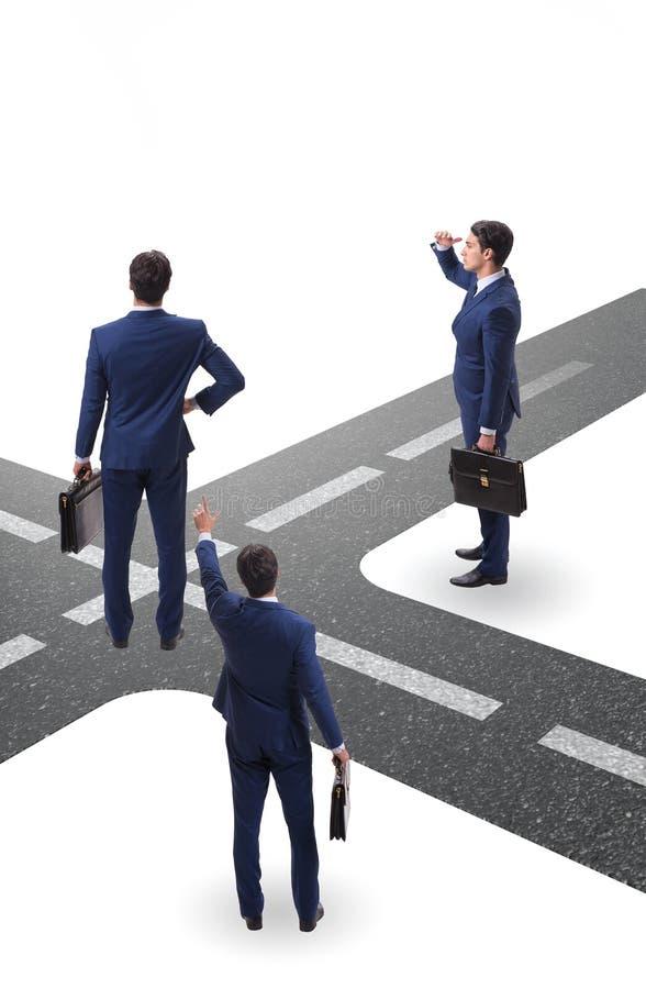 在交叉路的年轻商人不确定性概念的 免版税库存图片