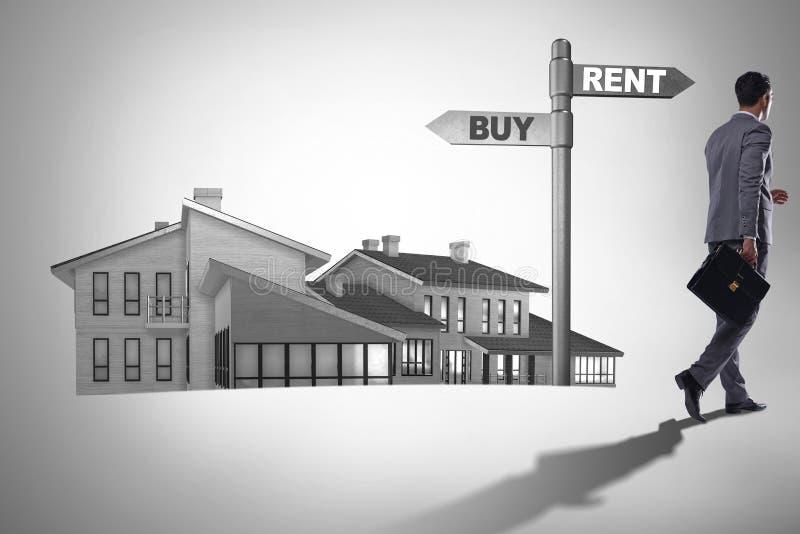 在交叉路betweem购买和租赁的商人 免版税库存图片