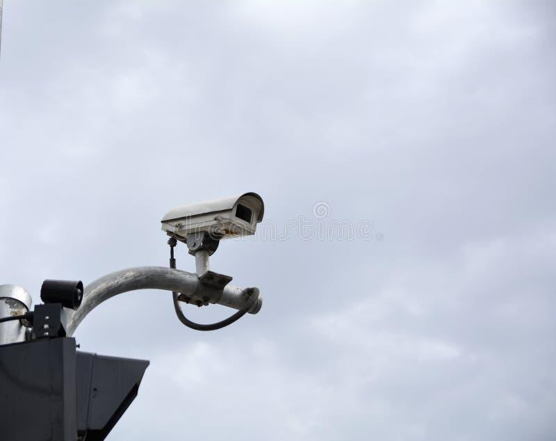在交通交叉点的CCTV照相机 免版税库存照片