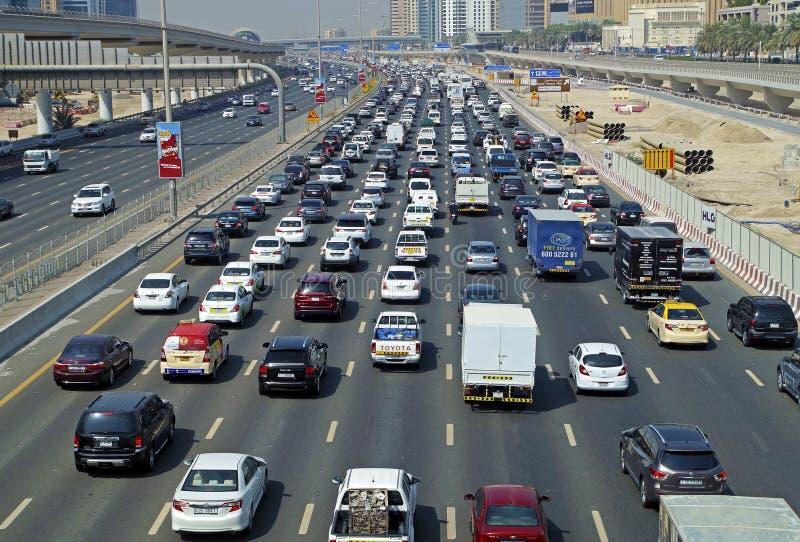 在交通的汽车壅塞higway迪拜市 免版税库存图片