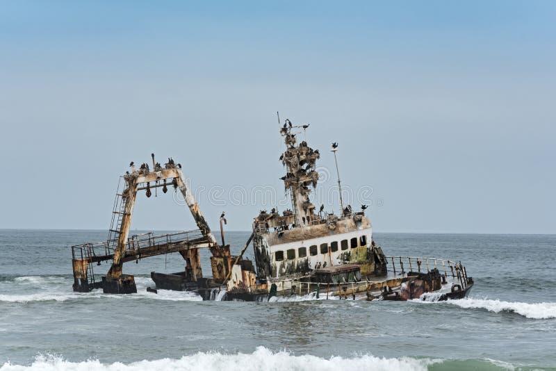 在亨蒂斯湾附近的海难塞拉纳米比亚的最基本的海岸的 免版税库存图片