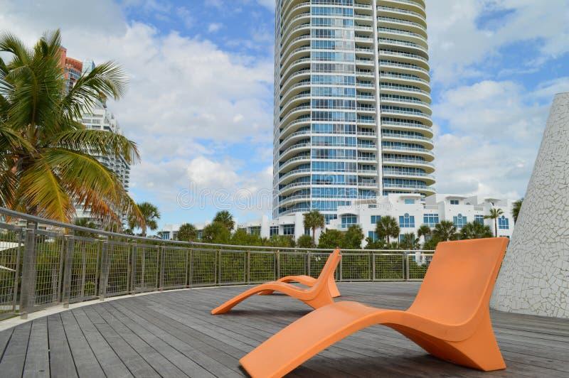 在亭子,南Pointe公园,南海滩,佛罗里达的椅子 库存图片