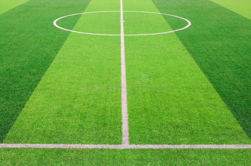 在人为绿草足球场的空白线路标号 库存照片