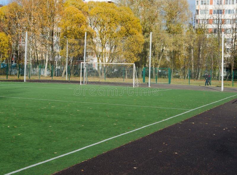 在人为草皮领域的足球门 免版税库存照片