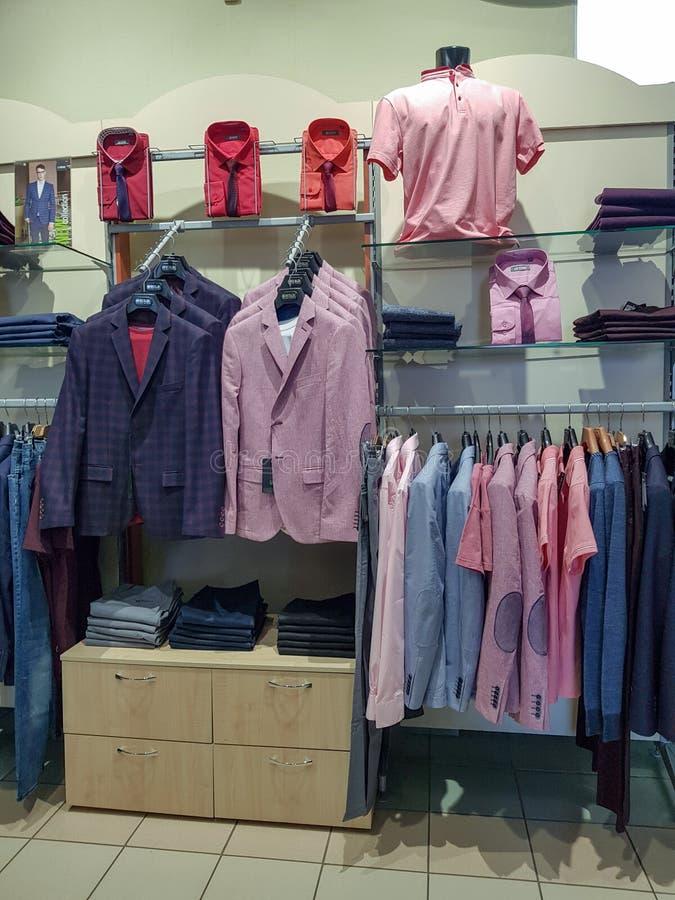 在人的服装店Peplos里面在车里雅宾斯克 库存照片