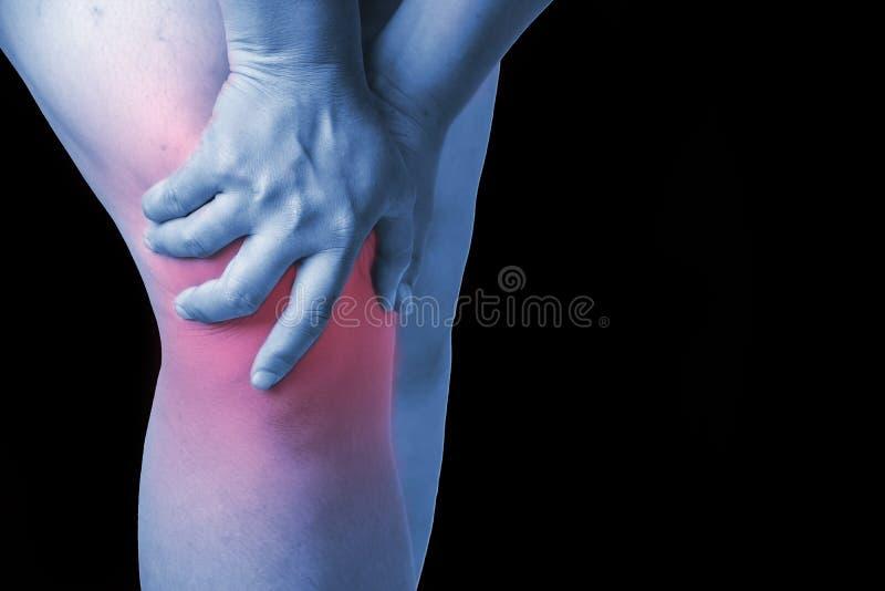 在人的膝伤 膝盖痛苦,医疗关节痛的人,星期一 库存照片