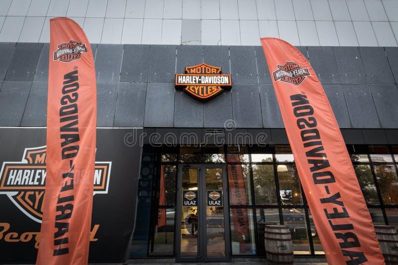 在他们的主要经销权商店贝尔格莱德的哈利Davdidson商标 哈利戴维森是一位偶象摩托车和摩托车制造者 免版税库存图片