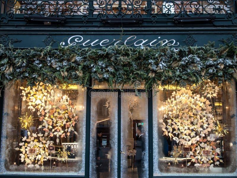 在他们的精品店的娇兰商标在爱丽舍 娇兰是豪华frangrances专门研究的法国房子,香水 免版税库存图片