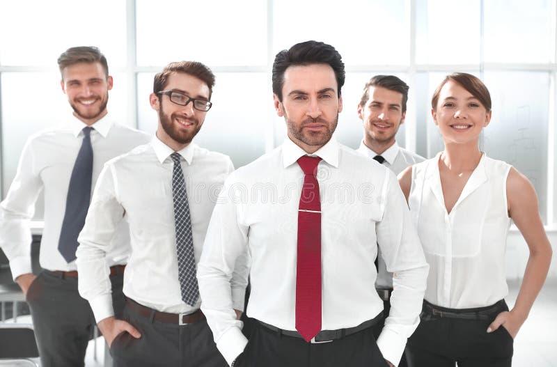 在他的企业队前面的商人身分 库存图片