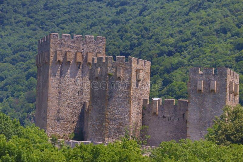 在代斯波托瓦茨,塞尔维亚附近的塞尔维亚正统修道院Manasija,建立由暴君斯特凡・拉扎列维奇在1406和1418之间 免版税图库摄影