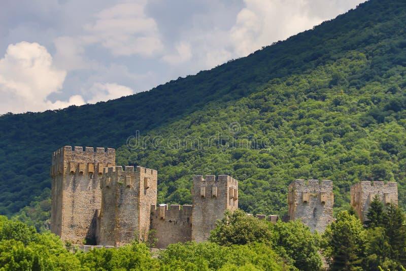 在代斯波托瓦茨,塞尔维亚附近的塞尔维亚正统修道院Manasija,建立由暴君斯特凡・拉扎列维奇在1406和1418之间 库存图片