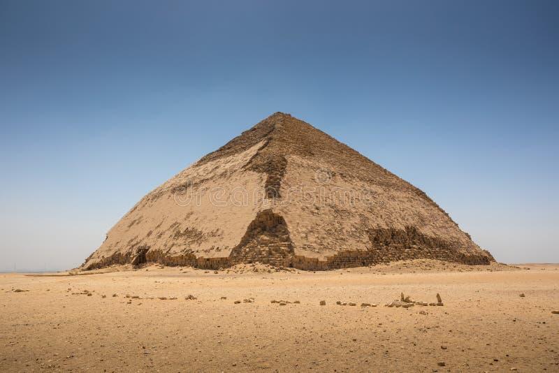 在代赫舒尔的弯的金字塔 免版税库存照片