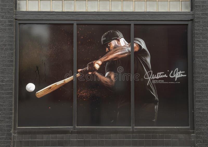 在以职业棒球击球手贾斯廷厄普顿为特色的深Ellum的窗口绘画 免版税库存照片