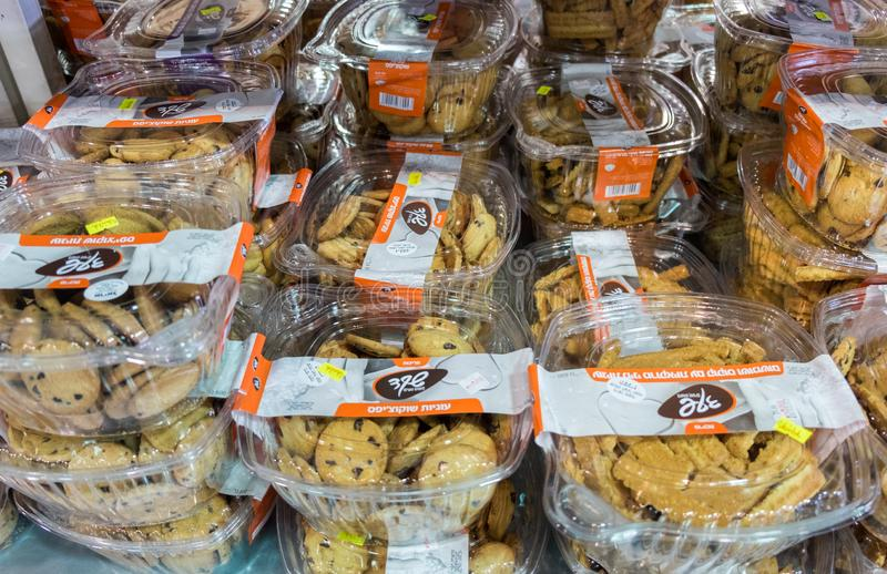 在以色列食物超级市场的新鲜的被烘烤的曲奇饼 库存图片