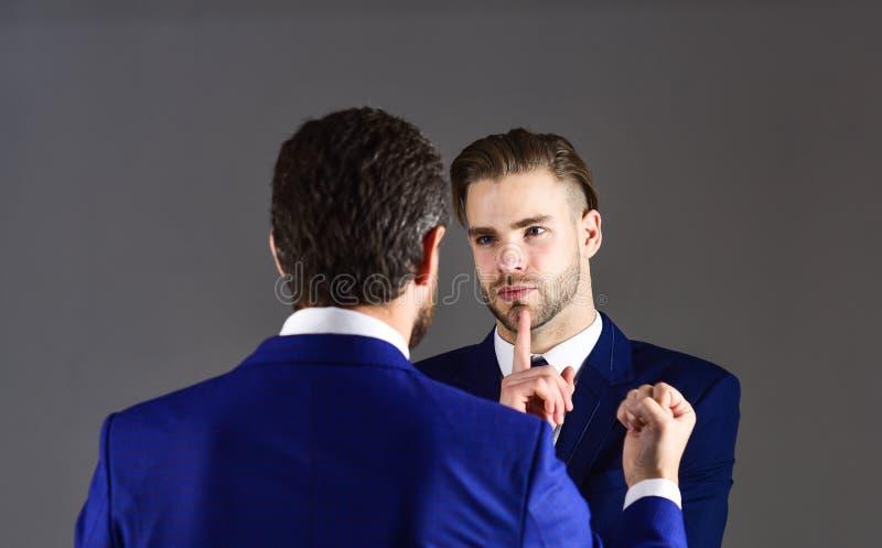 在企业概念的分歧 上司和雇员讲话在 免版税库存图片
