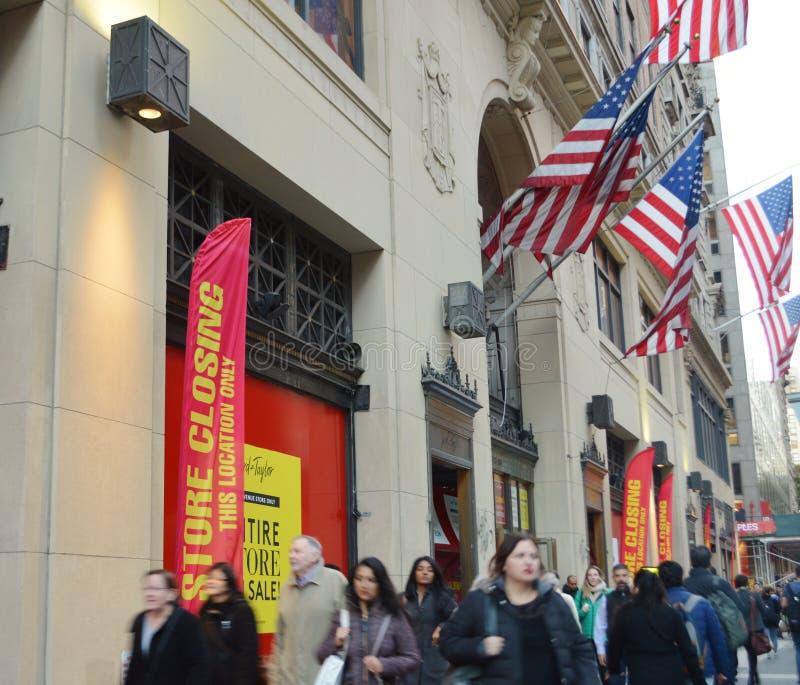 在企业阁下和泰勒百货店NYC外面的零售百货店结束 库存图片