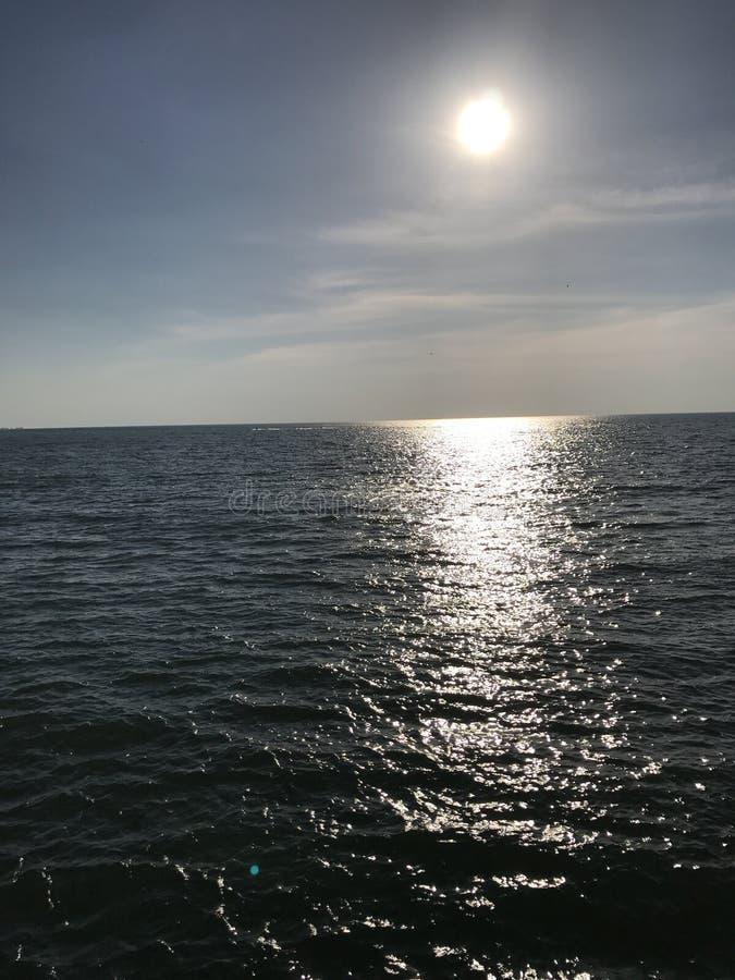 在伊利湖的太阳 免版税库存照片