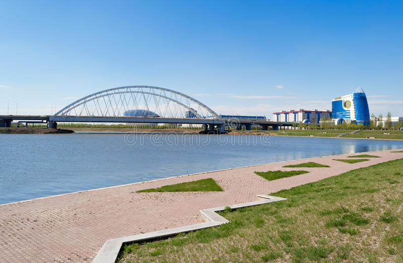 在伊希姆河的堤防在阿斯塔纳 库存照片