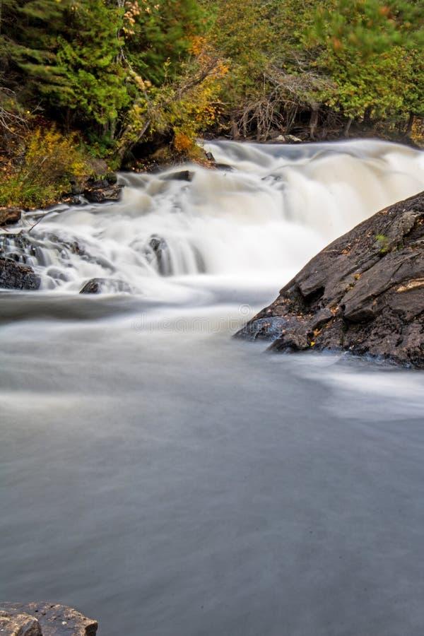 在伊根的长的曝光瀑布滑下省公园 免版税库存照片