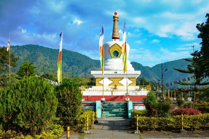 在伊达纳格尔,阿鲁纳恰尔邦,印度支那边界小山上面的佛教寺庙  免版税库存图片