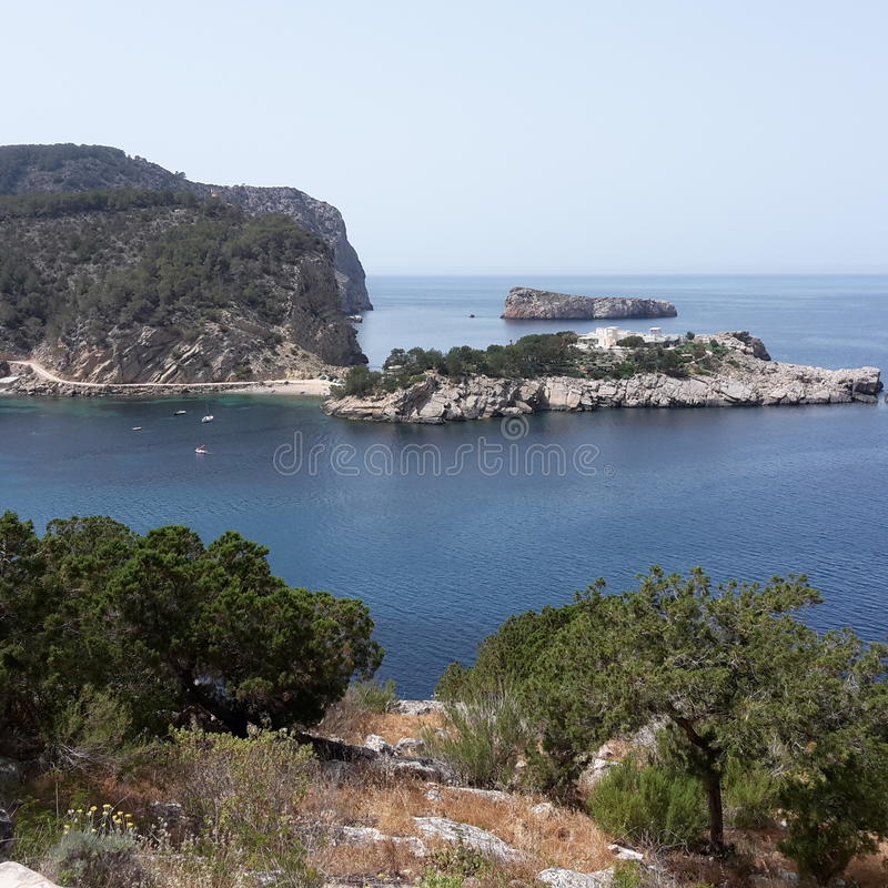 在伊维萨岛的海湾 免版税库存图片