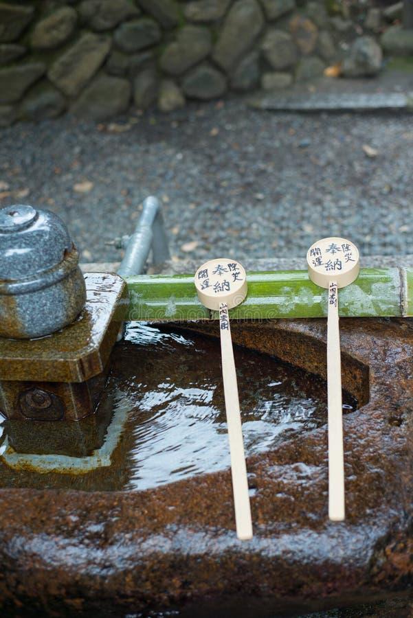 在伏见稻荷大社的喷泉 免版税图库摄影