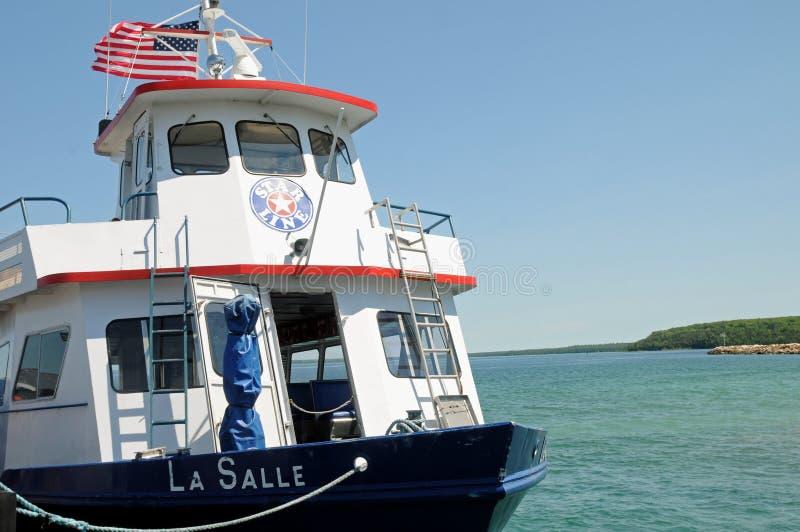 在休伦湖Mackinaw密执安的渡轮 免版税库存图片