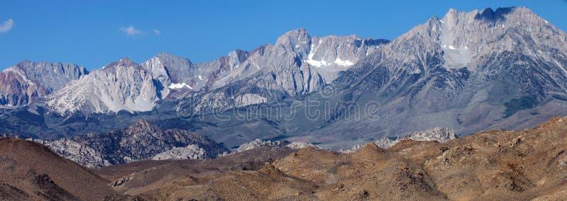 在优胜美地国家公园之外的内华达山山 图库摄影