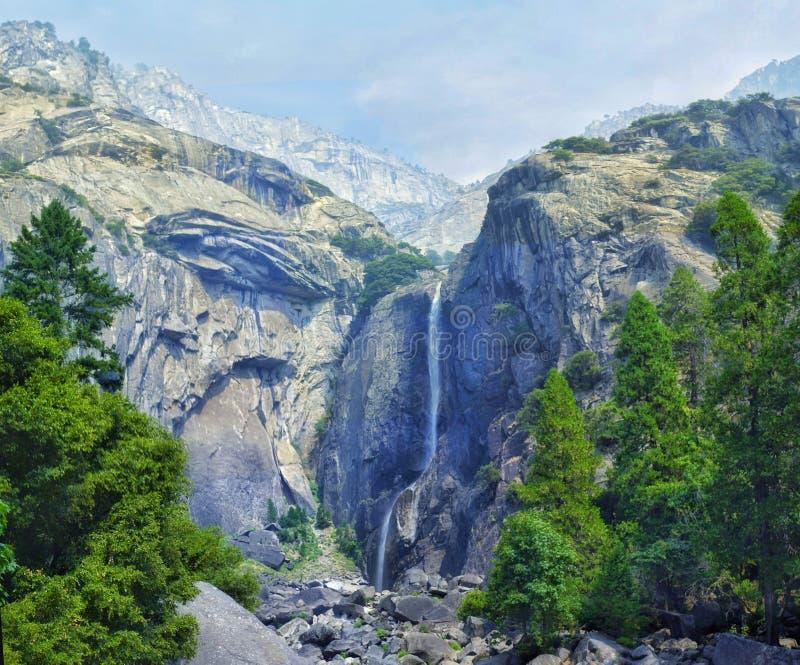 在优胜美地国家公园,加利福尼亚,美国降低优胜美地瀑布 库存图片