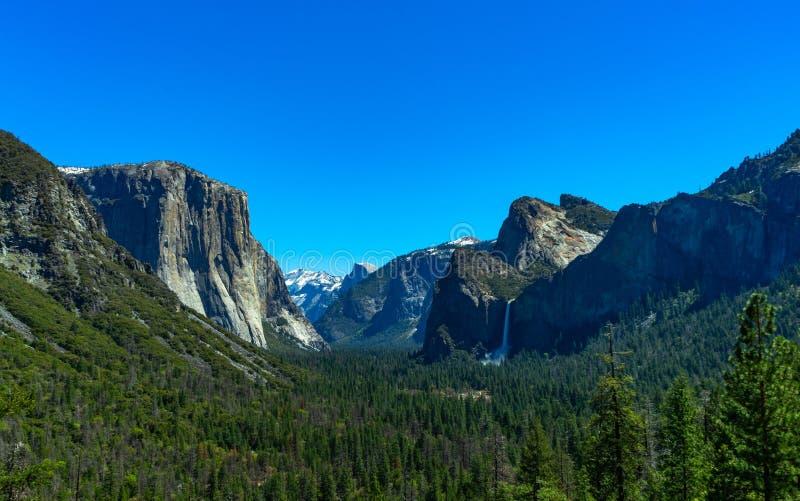 在优胜美地国立公园的隧道视图 库存图片