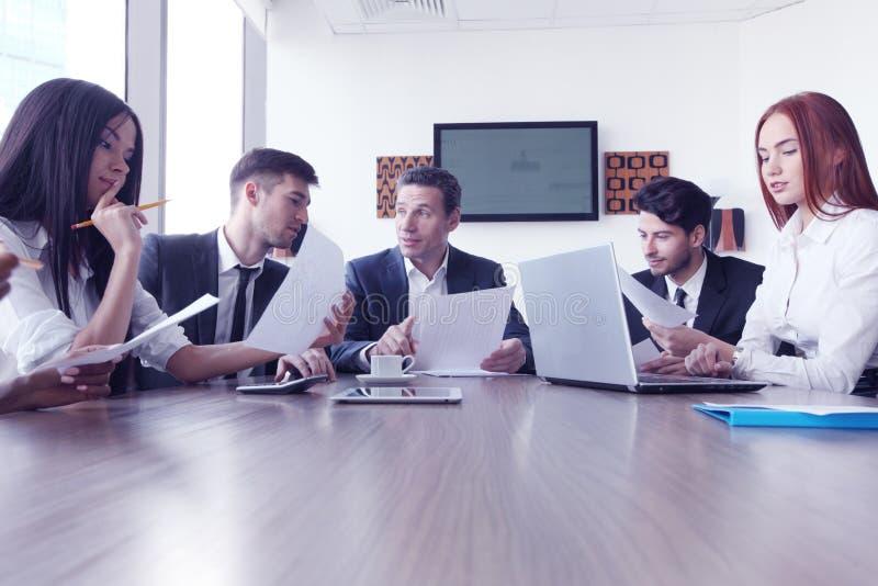 在会议上的商人 库存图片