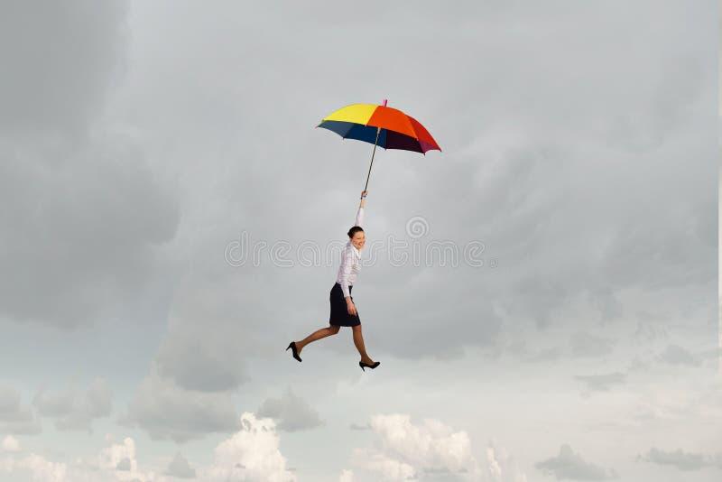 Download 在伞的妇女飞行 库存照片. 图片 包括有 事故, 解决方法, 本质, 成功, 飞行, 买卖人, 都市风景 - 59106064