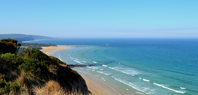 Anglesea海岸线伟大的海洋路 免版税库存图片
