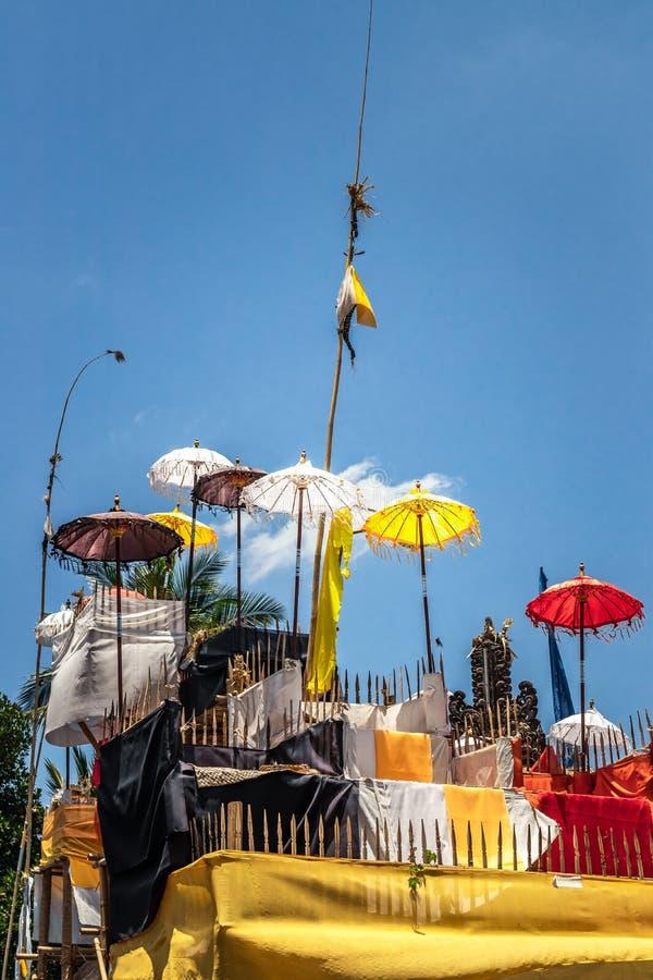 在传统仪式期间的巴厘语寺庙在Ubud,Gianyar 库存照片