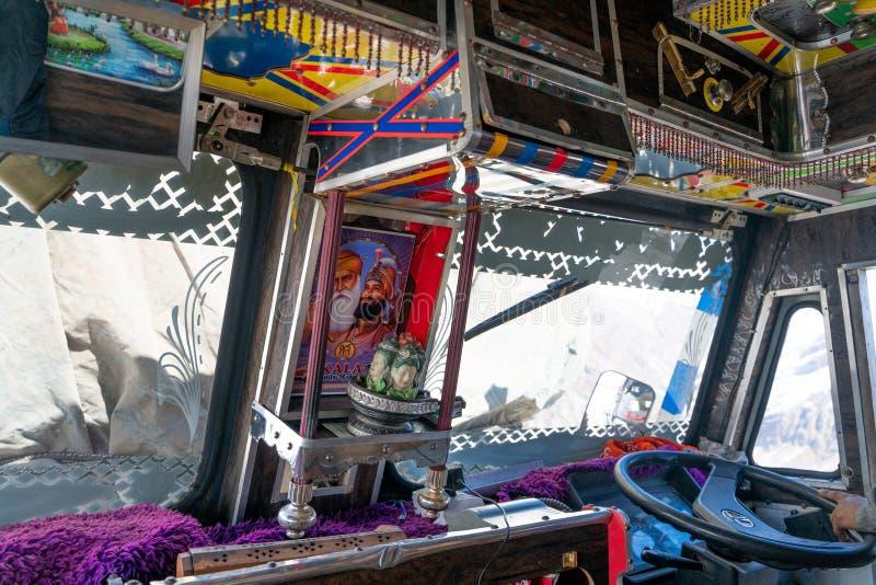 在传统印度卡车里面的看法 库存照片