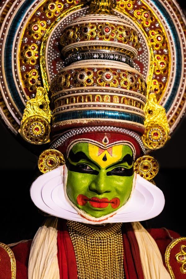 在传统服装的Kathakali喀拉拉古典舞蹈人的表情 免版税库存图片