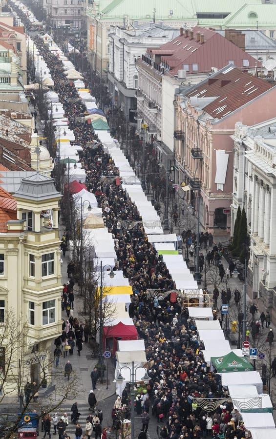 在传统handicraf期间年鉴市场的Gediminas大道  免版税库存照片