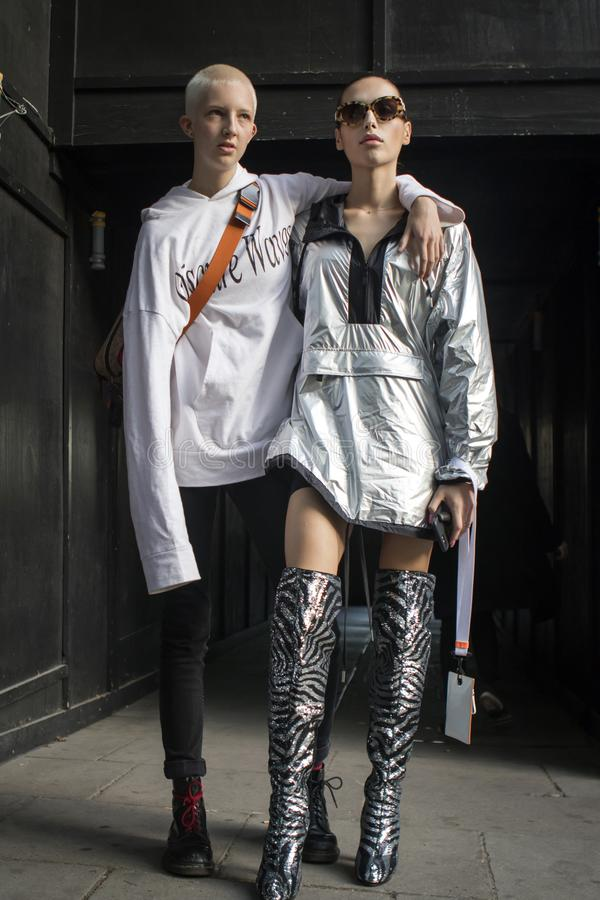 在伦敦时尚星期期间,在街道上的人们在街道上的伦敦时尚WeekPeople期间 库存照片