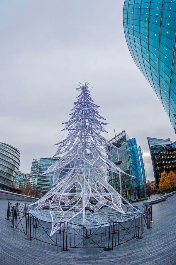 在伦敦的圣诞节装饰杉树 免版税库存图片